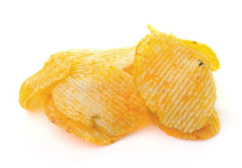 Картофельные стружки на белой предпосылке стоковое изображение rf