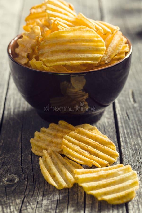 Картофельные стружки отрезка Crinkle стоковое фото rf