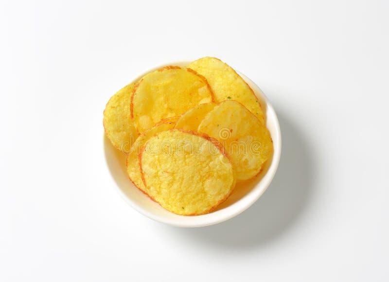 Картофельные стружки (хрустящие корочки) стоковые фото