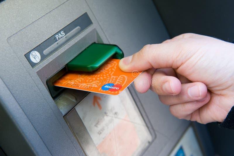 Карточка банка в ATM стоковое фото rf