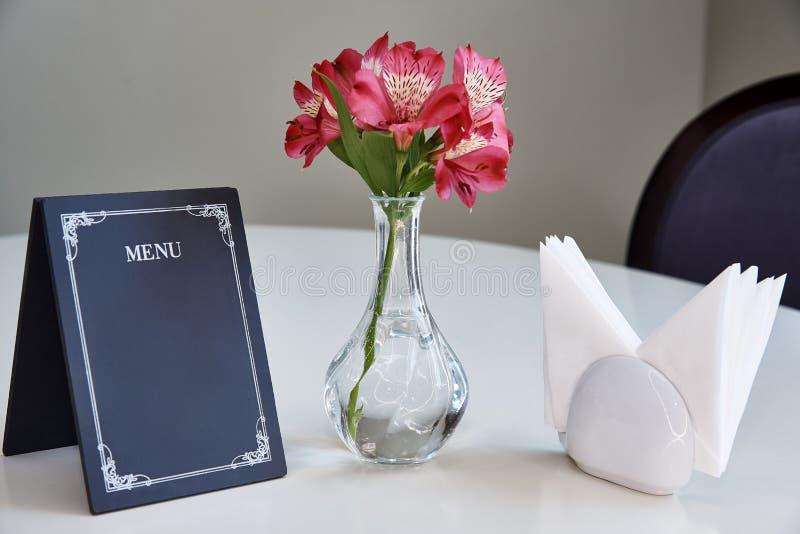 Карточка шатра таблицы с меню стоковое фото rf