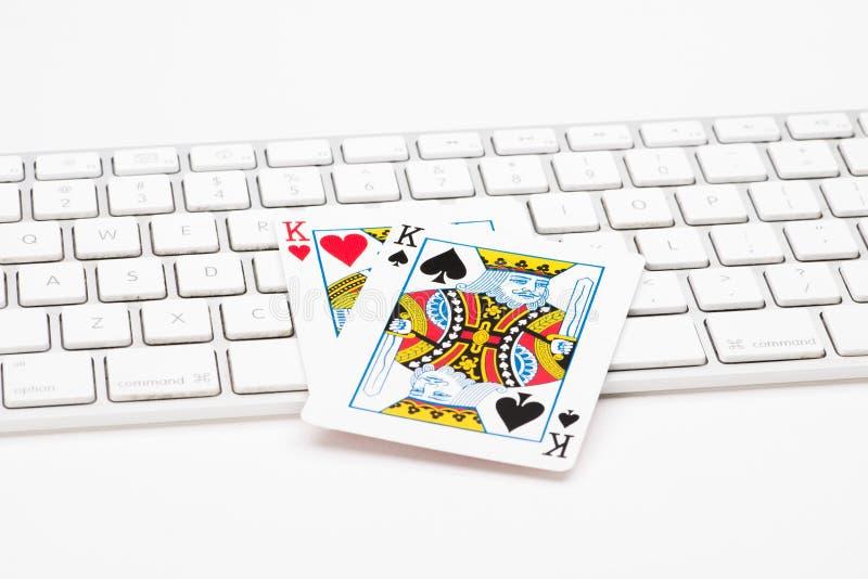 Карточки покера на клавиатуре сети стоковые фотографии rf