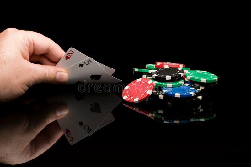 Карточки покера с рукой стоковое изображение