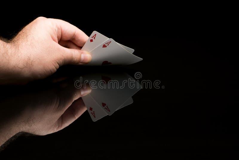Карточки покера с рукой стоковое изображение rf