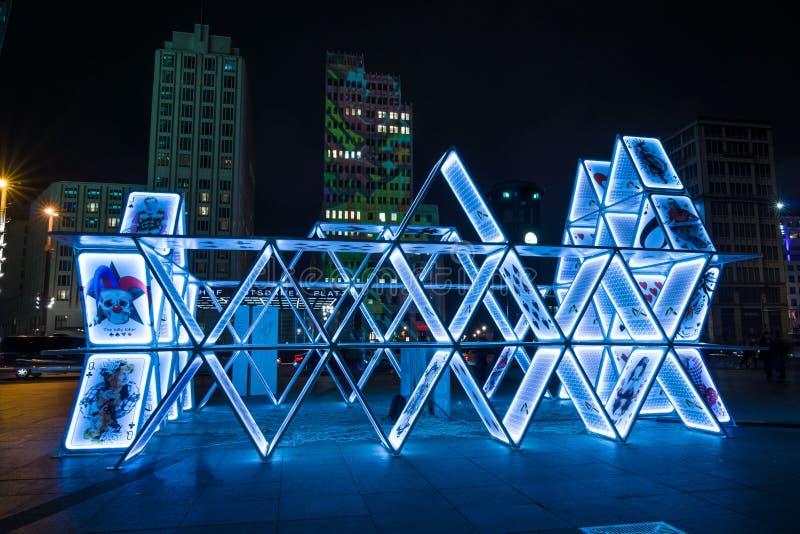 Карточный домик установки искусства на Potsdamer Platz стоковое изображение