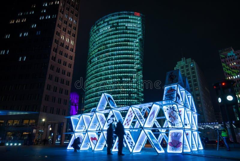 Карточный домик установки искусства на Potsdamer Platz стоковая фотография