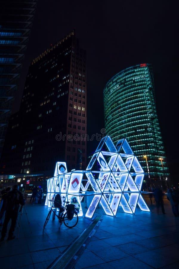 Карточный домик установки искусства на Potsdamer Platz стоковая фотография rf