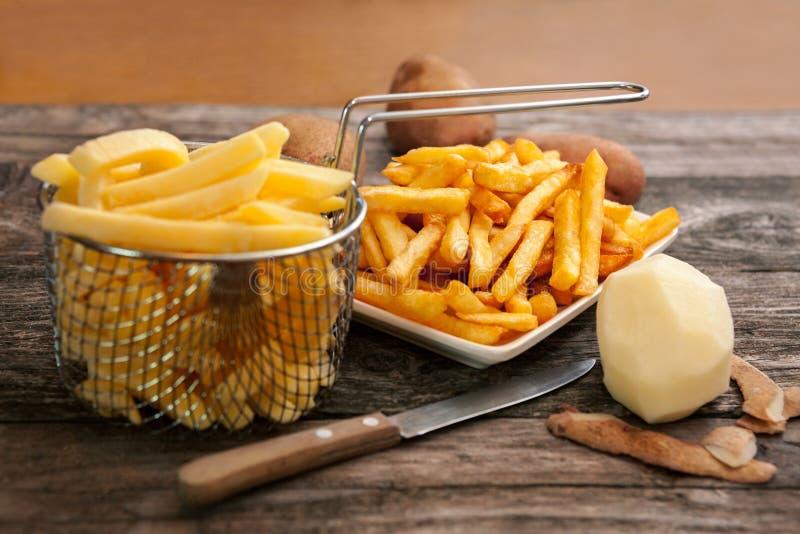 Картошка в фраях корзины и француза фрая стоковые изображения