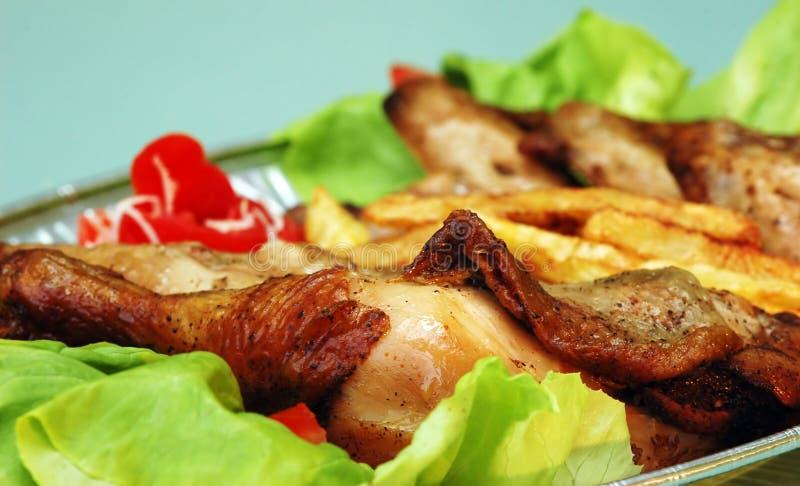 Download картошка цыпленка стоковое изображение. изображение насчитывающей салат - 650565