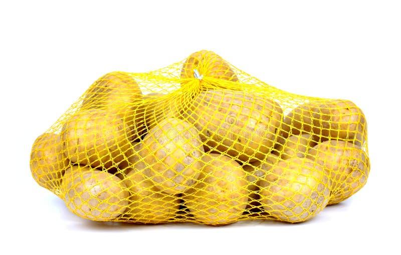 Картошки в изолированной строк-сумке, стоковые изображения