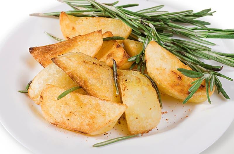 картошки зажарили в духовке вертикаль стоковое фото rf