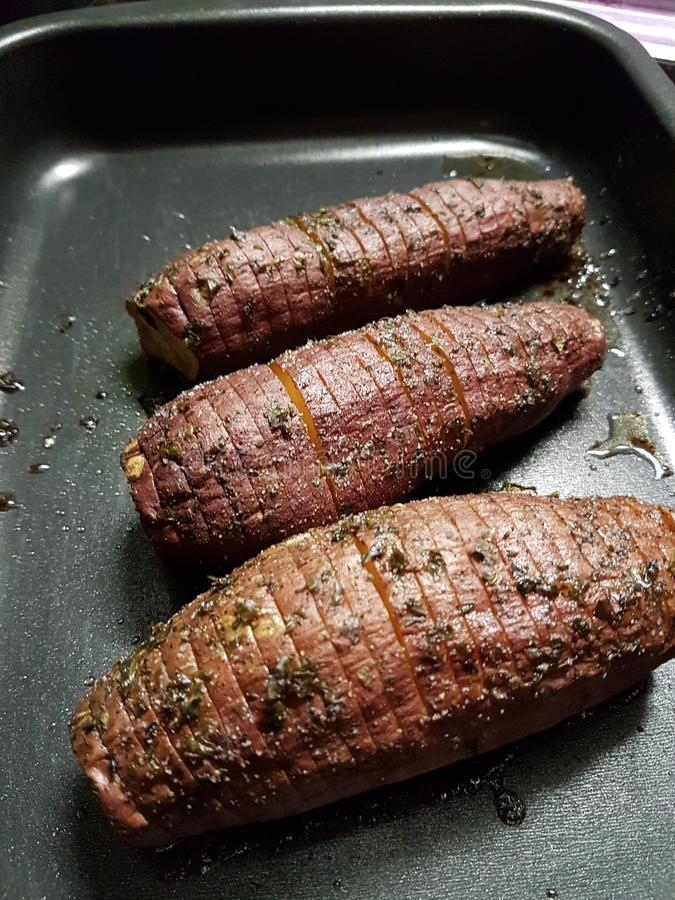 картошки зажарили в духовке помадку стоковое изображение rf