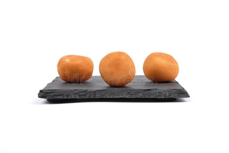 Картошки марципана на доске сланца стоковое изображение rf