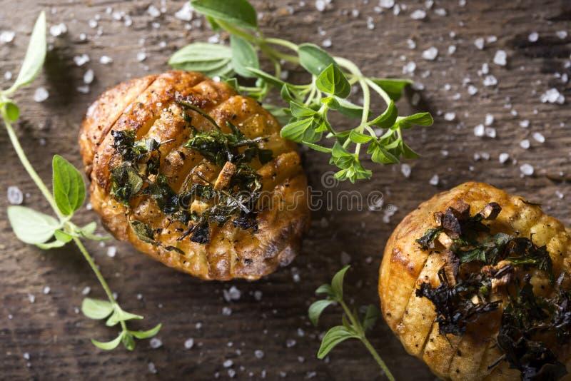 Картошки Hasselback стоковые изображения