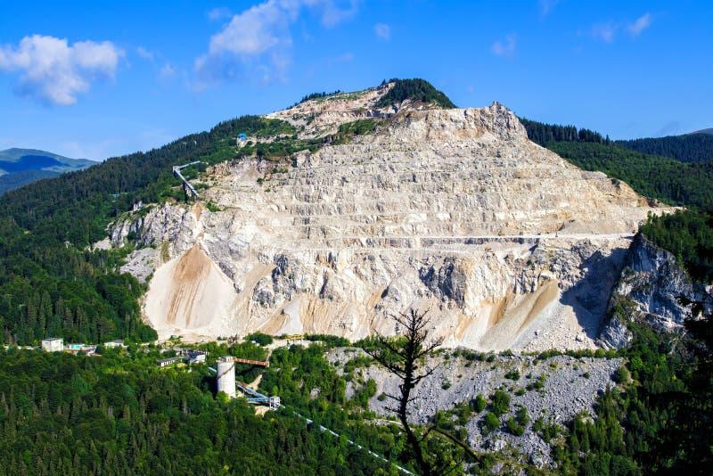 Карьер известняка в горах Bucegi стоковая фотография