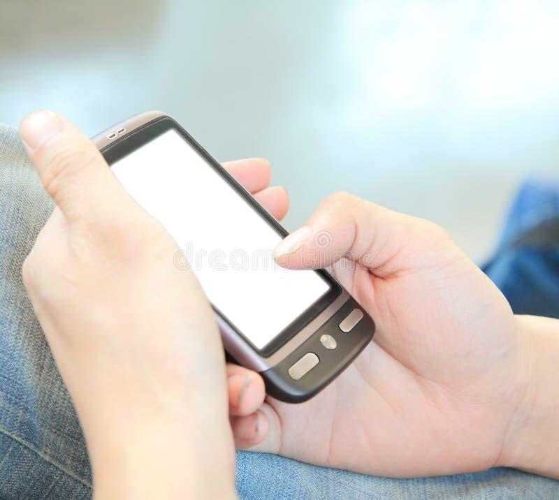 касание экрана телефона людей удерживания руки самомоднейшее стоковые изображения rf