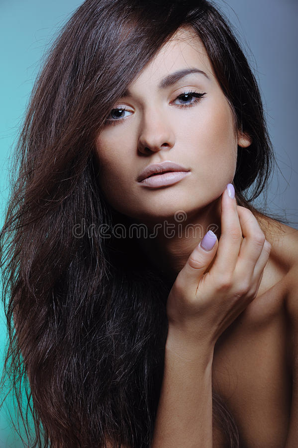 касания кожи девушки здоровые милые стоковая фотография