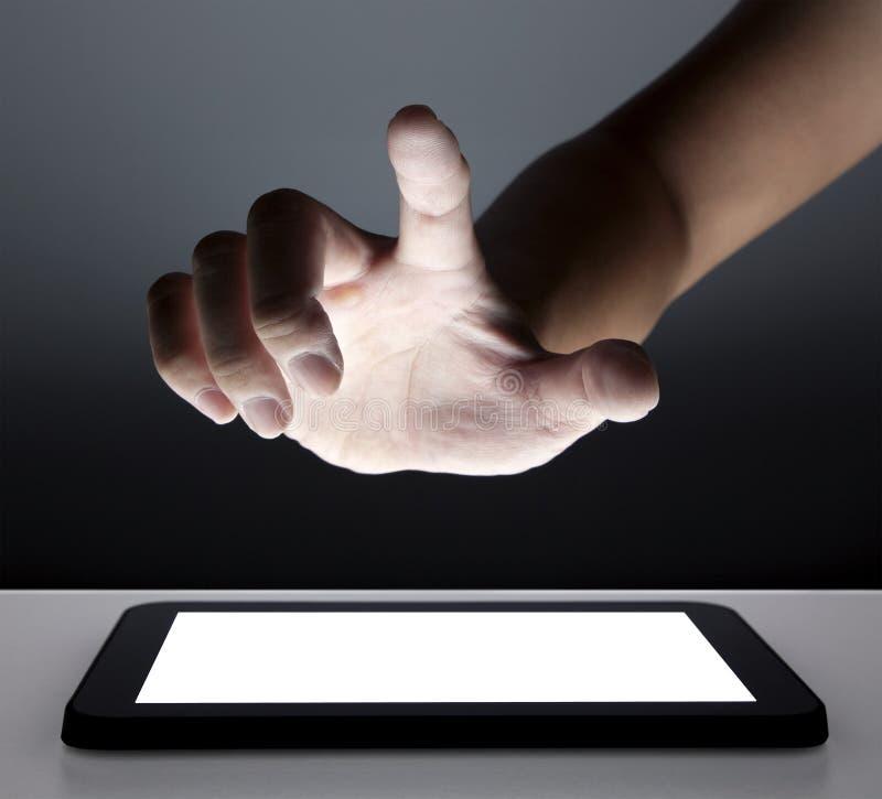 касатьться касания экрана руки стоковое фото rf