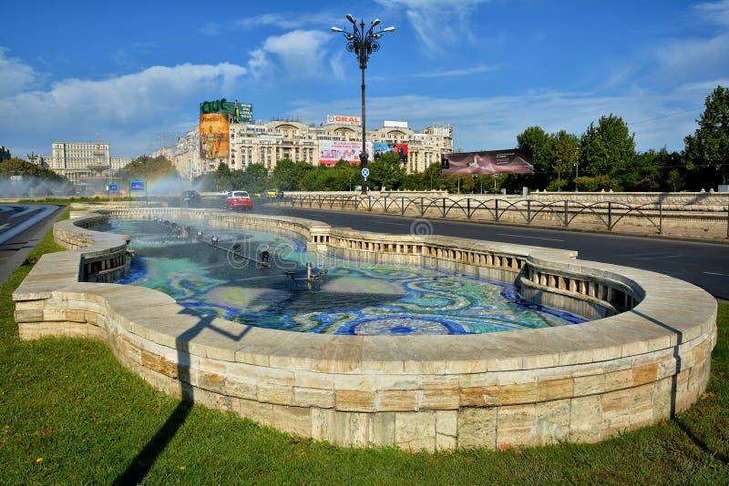 Каса Poporului дворца фонтана и парламента соединения квадратная стоковые фото