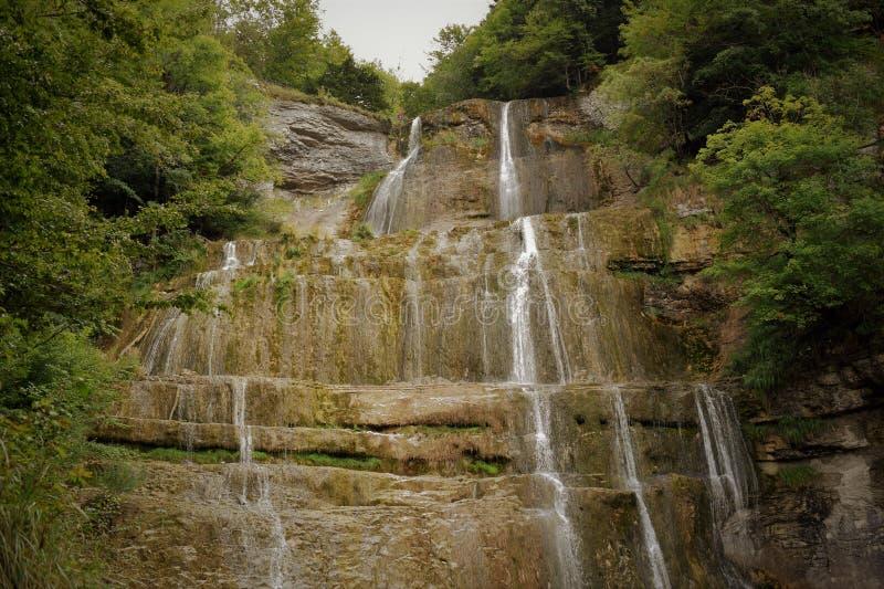 Каскады водопада в Юре Франции стоковое изображение rf