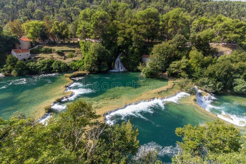 Каскады и сочный ландшафт на национальном парке Krka стоковое фото