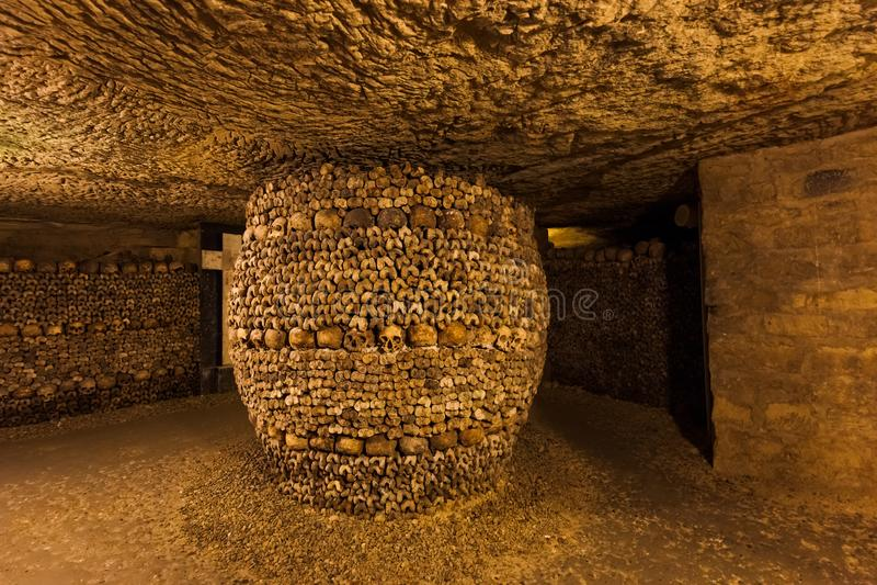 Катакомбы в Париже Франции стоковые изображения