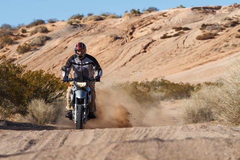 Катание мотоцикла стоковые фото