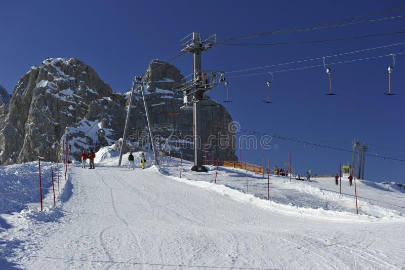 катание на лыжах горы s dachstein зоны стоковые изображения rf