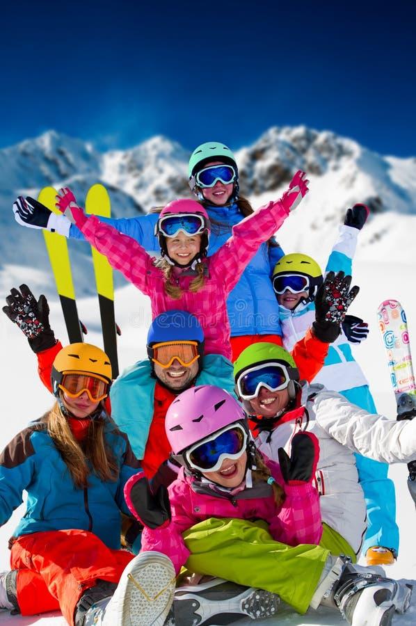 Катание на лыжах, потеха зимы стоковая фотография
