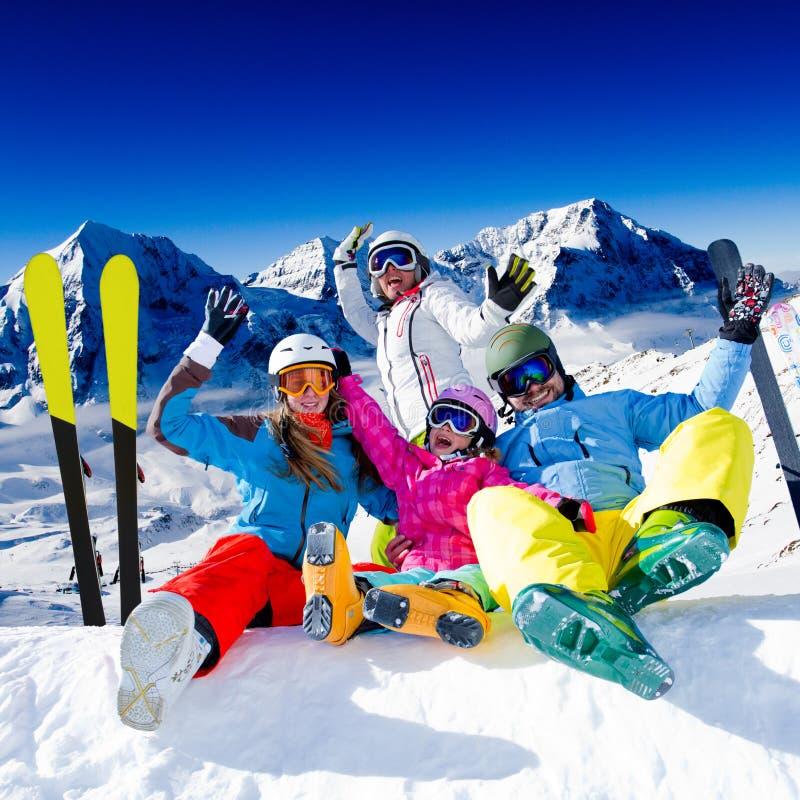 Катание на лыжах, потеха зимы стоковые фотографии rf