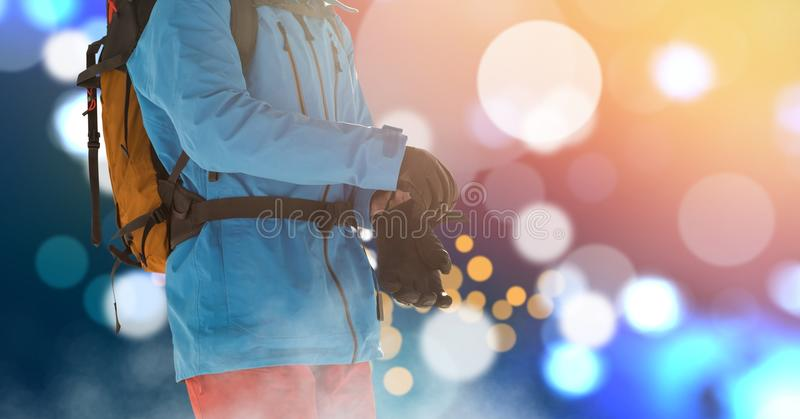 Катание на лыжах человека на наклоне иллюстрация вектора