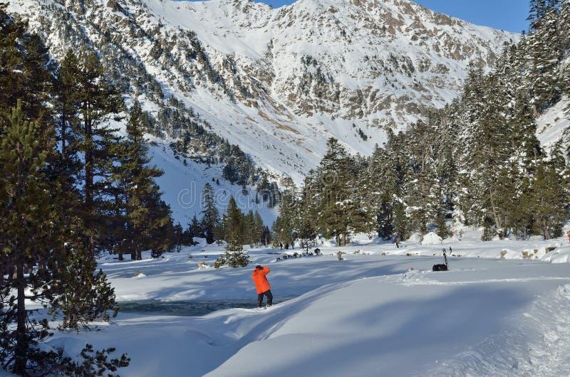 Катание на лыжах по пересеченной местностей в долине Marcadau стоковое изображение rf