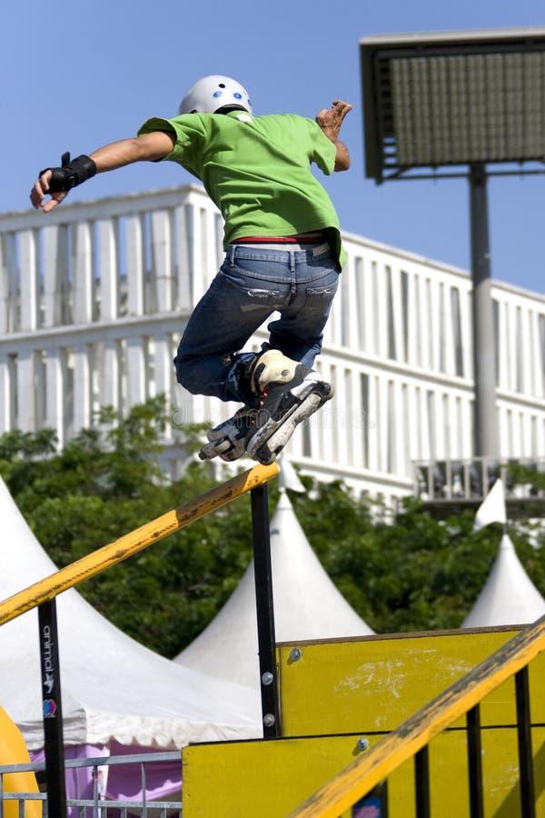 кататься на коньках агрессивныйого поручня действия встроенный стоковые изображения