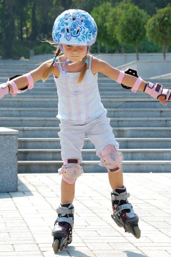 кататься на коньках детства inline sporty стоковые изображения rf