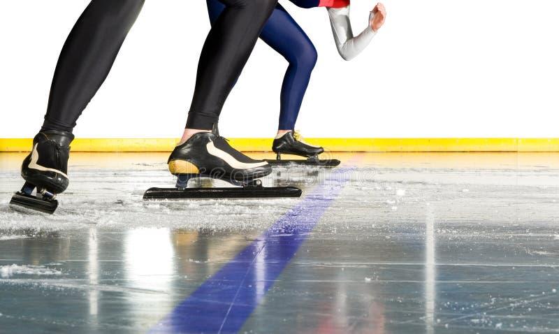 катаясь на коньках старт скорости стоковая фотография rf