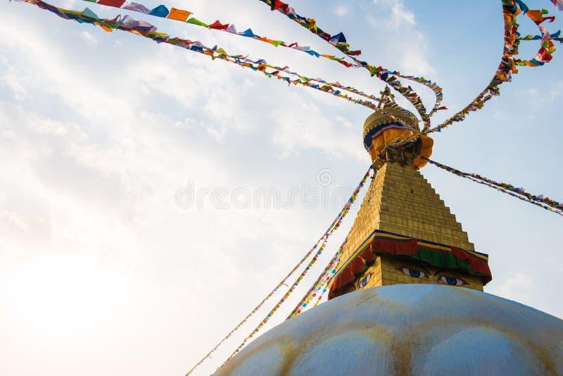 Катманду, Непал - 20-ое апреля 2018: Премудрость наблюдает на Boudhanath стоковые изображения rf