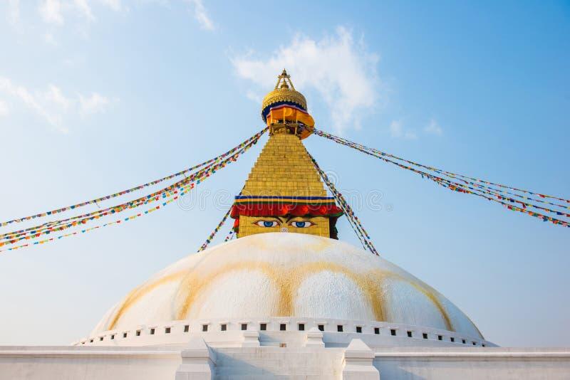 Катманду, Непал - 20-ое апреля 2018: Премудрость наблюдает на Boudhanath стоковые изображения