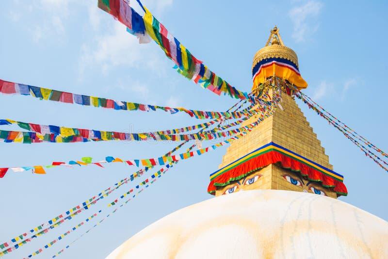 Катманду, Непал - 20-ое апреля 2018: Премудрость наблюдает на Boudhanath стоковое изображение rf