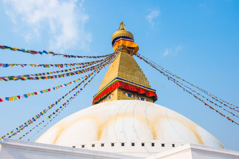 Катманду, Непал - 20-ое апреля 2018: Премудрость наблюдает на Boudhanath стоковая фотография