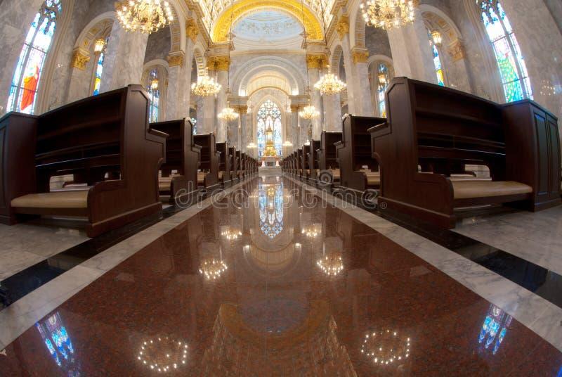 католическая церковь стула внутри нутряной молитвы стоковое изображение