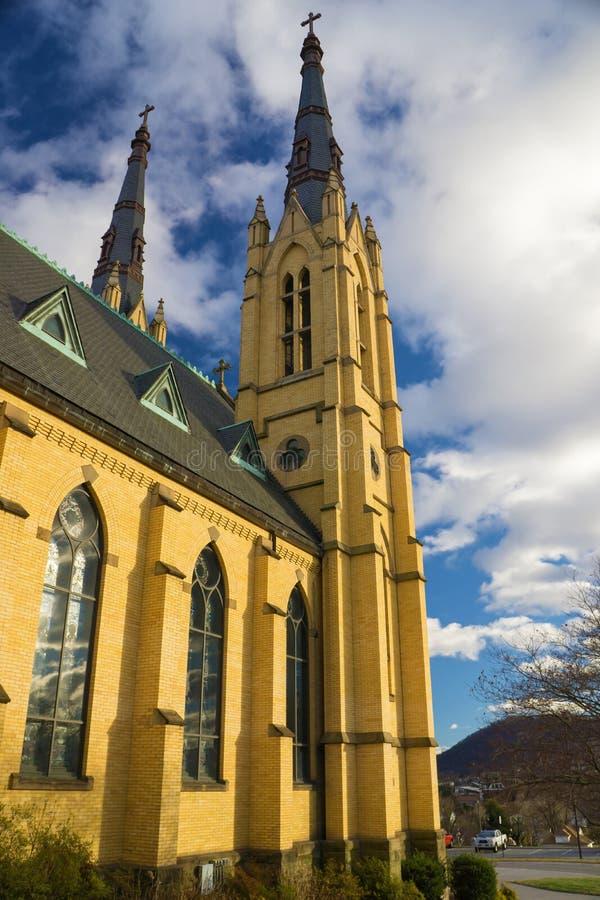 Католическая церковь Roanoke Сент-Эндрюса, Вирджиния, США стоковая фотография rf