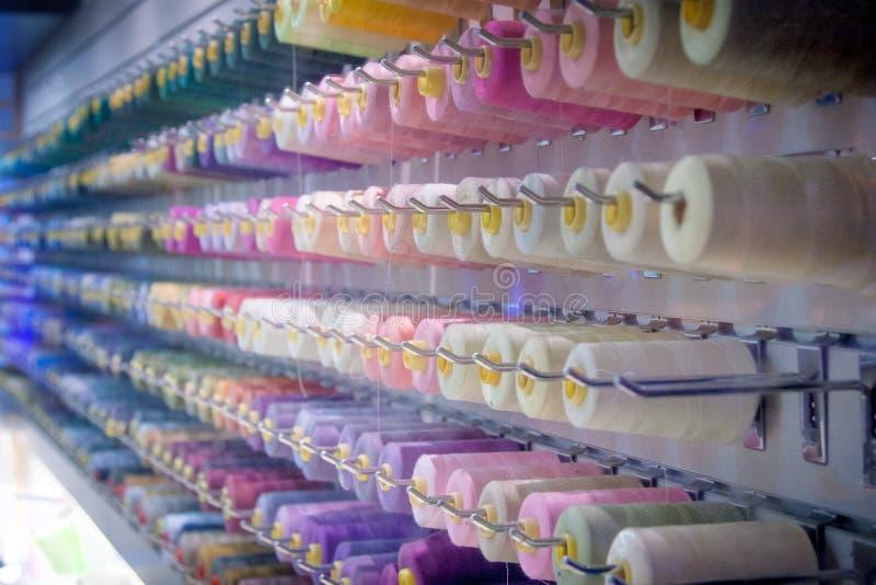Катышкы потока - шить магазина - пастели радуги стоковое изображение