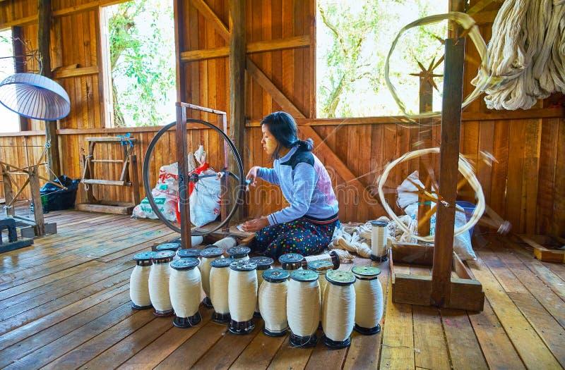 Катышкы с пряжей, озером Inle, Мьянмой стоковая фотография