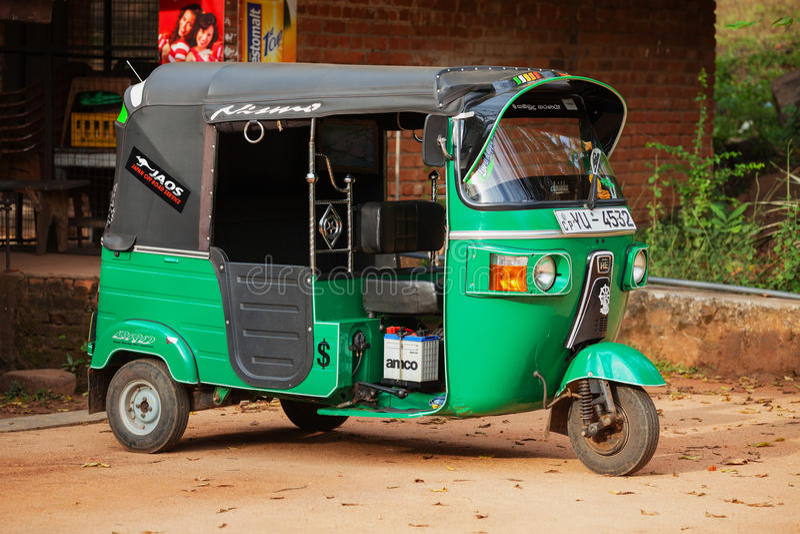 3-катят автомобиль Tuk tuk такси Polonnaruwa, Шри-Ланка стоковые фото