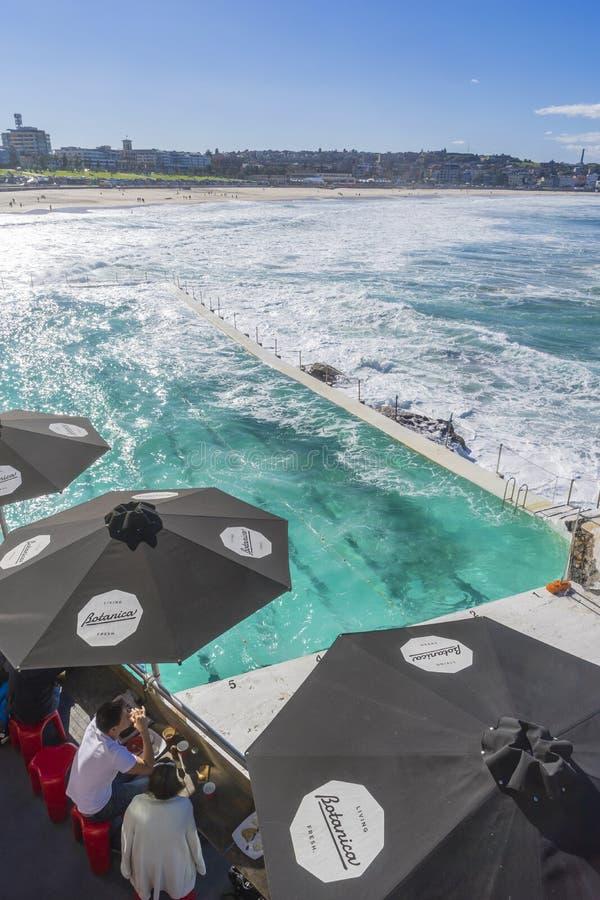 Кафе и открытый бассейн на Bondi приставают к берегу, Сидней стоковая фотография rf