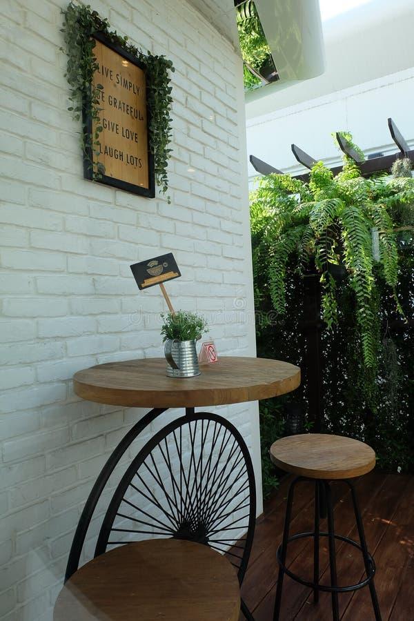 КАФЕ малый ресторан где вы можете получить простые еды и пить стоковые фотографии rf