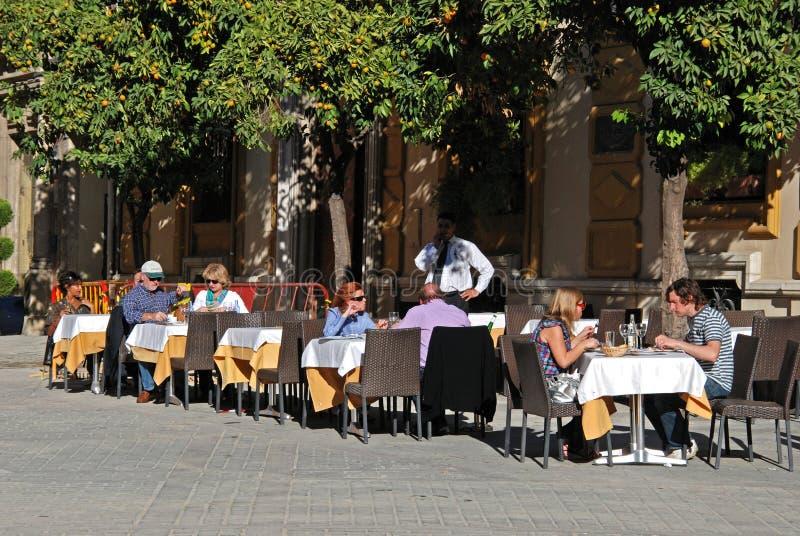 Кафе мостовой центра города, Севилья, Испания стоковые фотографии rf