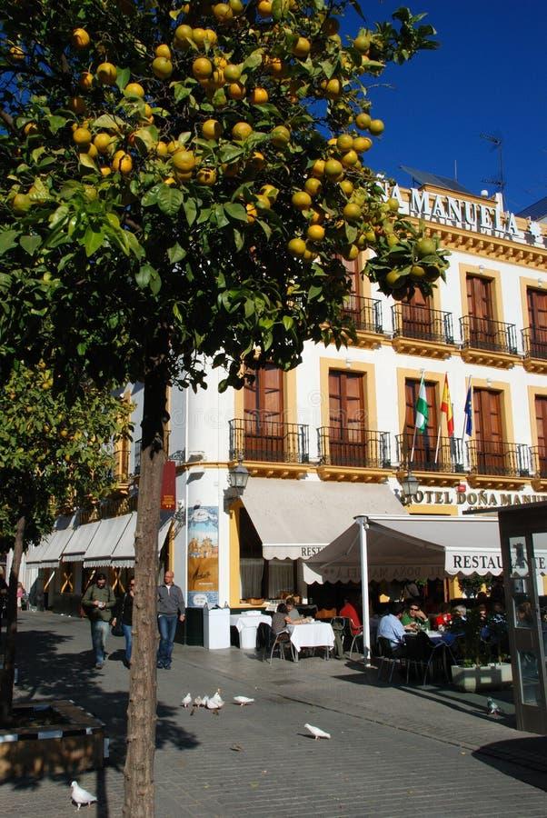 Кафе мостовой центра города, Севилья, Испания стоковое фото rf