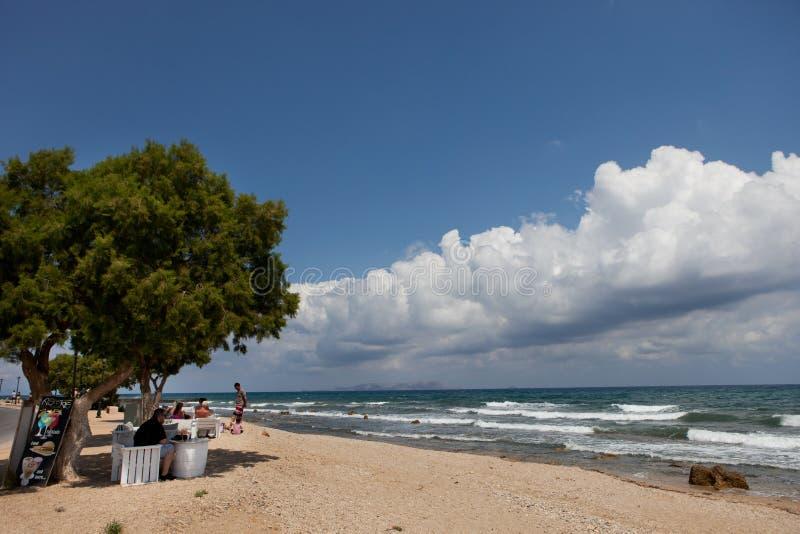 Кафе на пляже, Крит Analipsi стоковые изображения