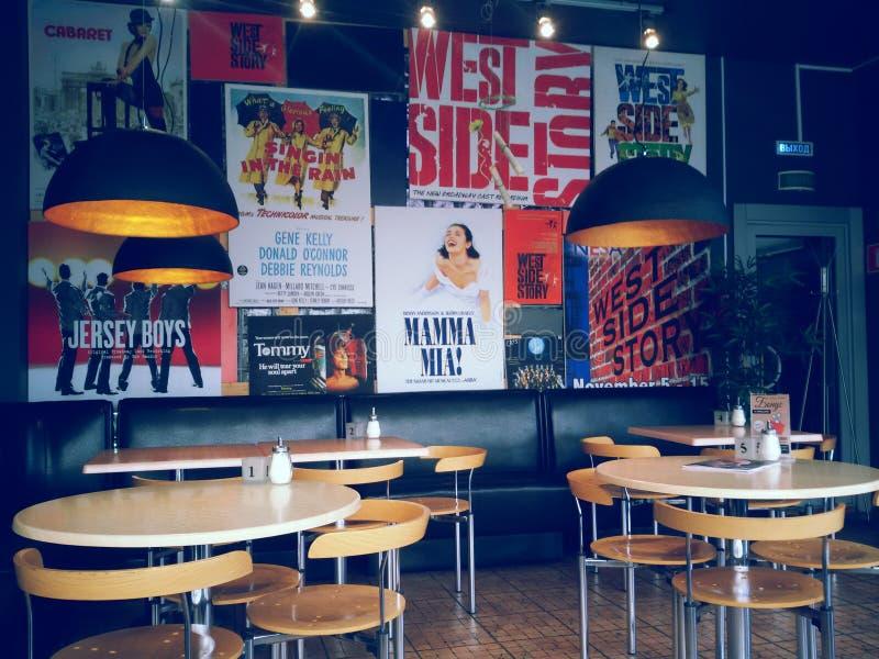 кафе предводительствует пустые нутряные таблицы номера стоковое изображение rf